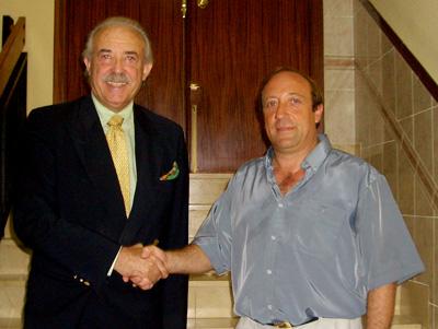 Jorge Picó, alcalde de Castellnovo junto al escritor Francisco Ponce