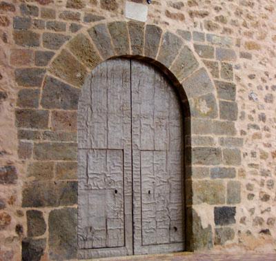 Puerta conservada de la iglesia