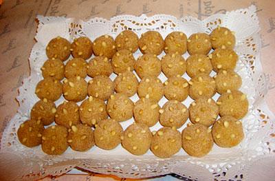 Bandeja con mazapanes en forma de patatas