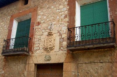 Fachada del Palacio de los Fuentes de Gilbert en Santa Eulalia
