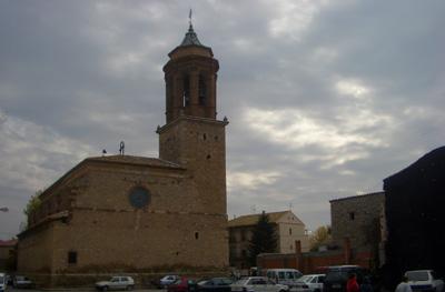 Panoramica Iglesia de la Inmaculada en Santa Eulalia del campo con cielo plomizo