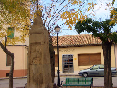 Monumento a Isidoro de Antillon y Marzo en su pueblo natal