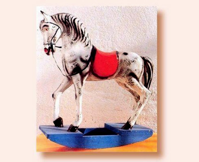 Juquete caballo de carton