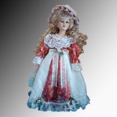 Vieja muñeca de porcelana y trapo