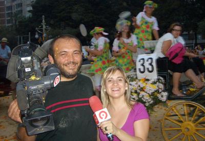 La televisión Canal 9 se afana por recoger las mejores imágenes que transmitirá posteriormente