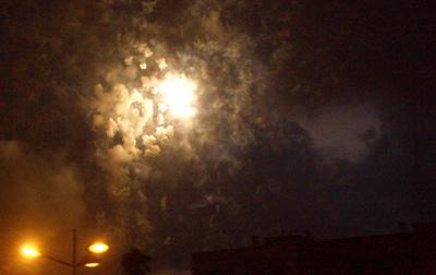 En el cielo, ya oscuro, de la noche valenciana suena el trueno que ahora sí da por finalizada la batalla