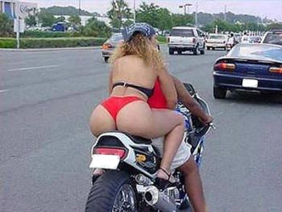 Chica sobre la moto