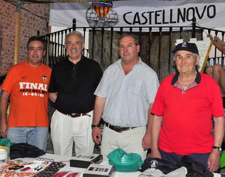 (Peña Valencia C.F. de Castellnovo - Presidente, miembros junta directiva y el escritor Francisco Ponce)