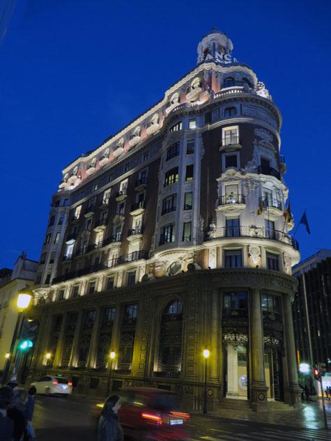 Banco Valencia de noche