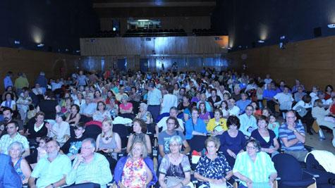 Lleno de un público expectante