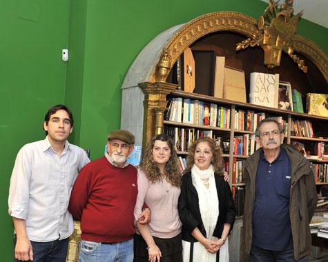 Ángela de Mela y sus alumnos en Libreria Leo