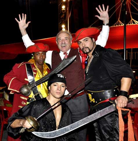 Francisco Ponce con los piratas del Wonderland circo