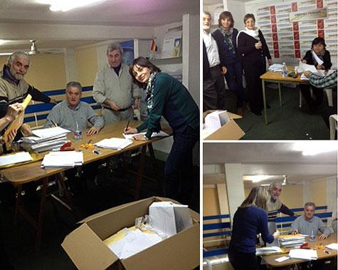 Ordenando los trabajos recibidos, por miembros de la Asociación