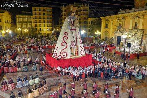 Ofrenda de flores a la Virgen de los Desamparados de Valencia