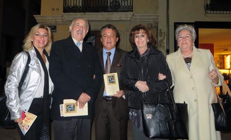 """(Vicente Ruiz """"El Soro"""" y los escritores Francisco Ponce y Marichu Fernández)"""