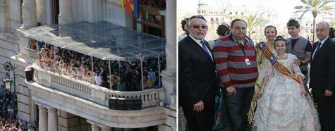 Balcón y Falleras Mayores con autoridades