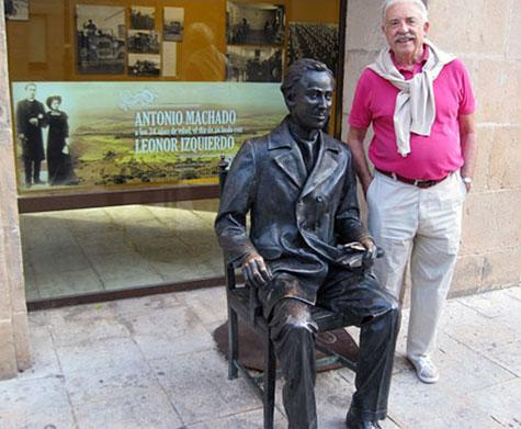 Antonio Machado (Escultura en la calle)
