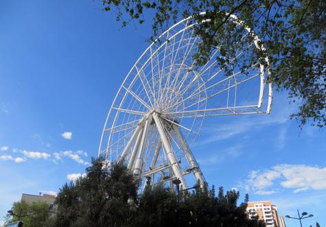 Noria-mirador desmontándose en Valencia