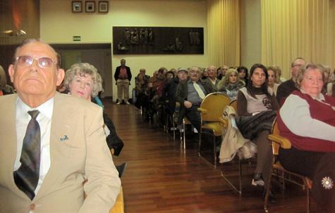 El Salón lleno de Público