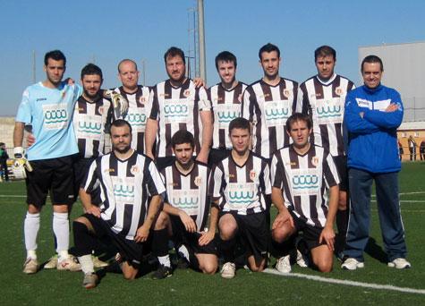 Alineación del Castellnovo C.F. y su entrenador