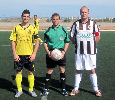 El árbitro y los capitanes