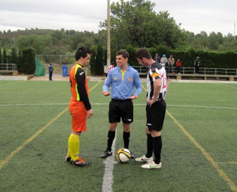 Capitanes y arbitro