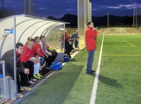 Banquillo y entrenador del Castellnovo C.F.