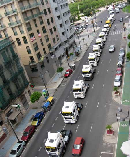Vehículos en caravana bendición San Cristobal