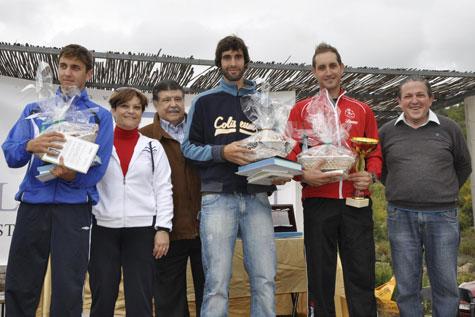 Campeones Senior, recibiendo los trofeos de manos de la Alcaldesa