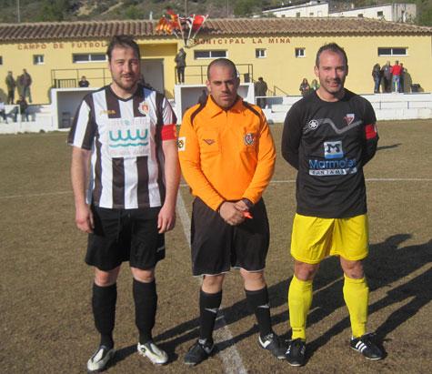 Capitanes y árbitro