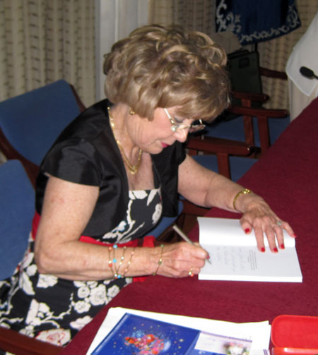 (Carmen Carrasco Ramos - Firmando)