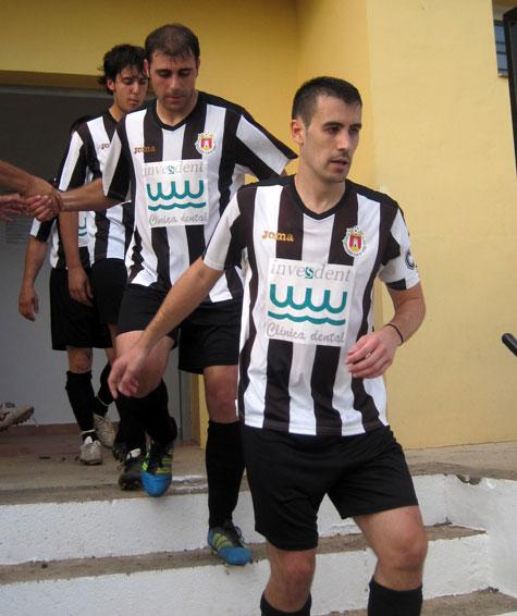 El Castellnovo CF saltando al terreno de juego