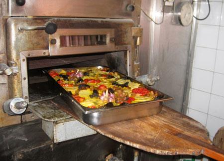 Cazuelas en la boca del horno