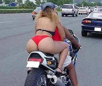 Mi novia en moto