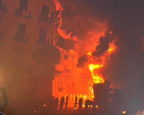 Falla ardiendo Valencia 2012