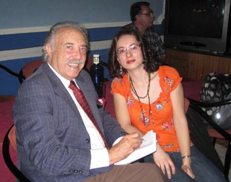Francisco Ponce entrevistando a la poetisa Adelaida González