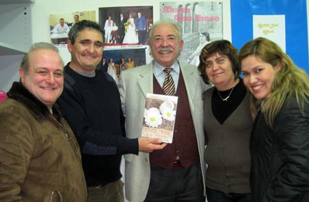 Equipo de Radio Sol con el escritor Francisco Ponce