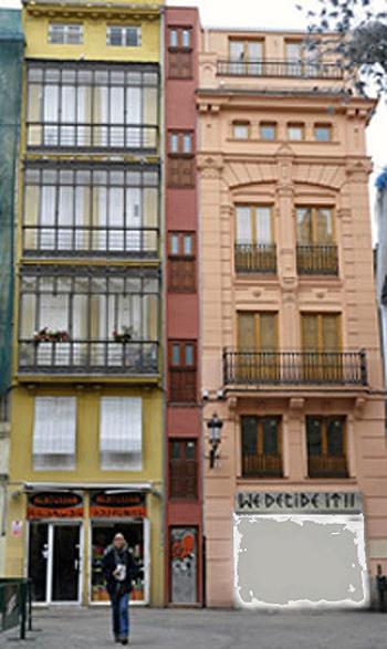 Estrecha Fachada en Valencia