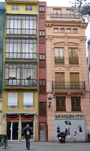 La casa m s estrecha de europa valencia francisco - La casa de la madera valencia ...