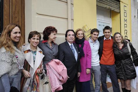 Enrique García Asensio, su esposa Marivel del Castillo, con el resto de la familia.