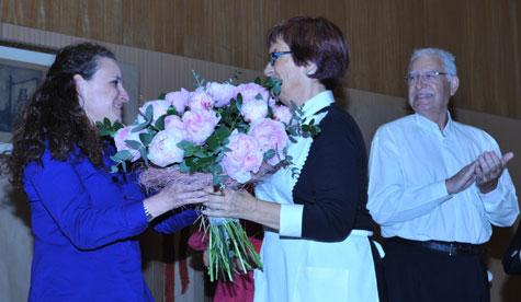 Flores para la Directora Aticha Nodal