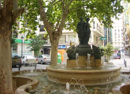 Fuente plaza Rodrigo Botet - Valencia (España)