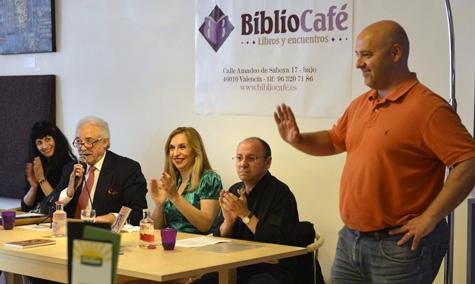 Agradecimiento a Biblio-Café en la persona de su gerente José Luis