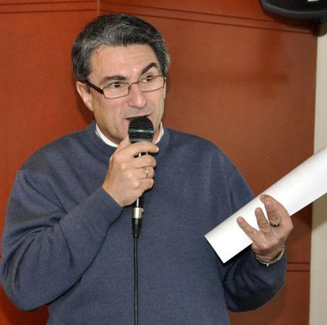 Juan Luís Bedins presento el evento.