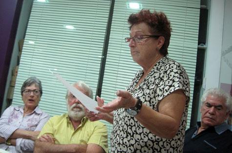 Lola Cañada recitando.