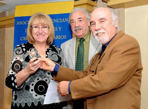 Mª José Vicente Pedros - Medalla de Bronce, entrega José Morán