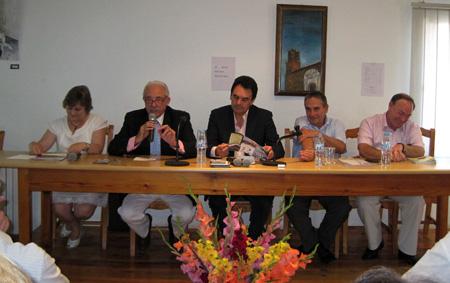 (Mesa presidencia, al centro Francisco Abril- Alcalde- de Alfambra)