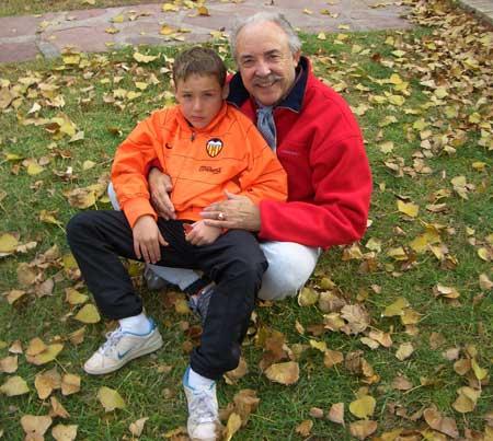 Alejandro con su abuelo Paco