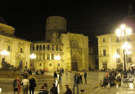 Ambiente nocturno Plaza de la Virgen