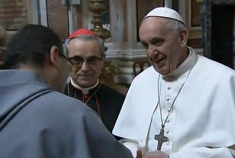 El Papa Francisco I al fondo monseñor Santos Abril, cardenal Español